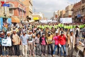 حملة 11 فبراير تخرج مسيرة حاشدة من ساحة التغيير بصنعاء تطالب باقالة و حاسبة حكومة الوفاق (121)
