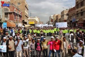 حملة 11 فبراير تخرج مسيرة حاشدة من ساحة التغيير بصنعاء تطالب باقالة و حاسبة حكومة الوفاق (123)
