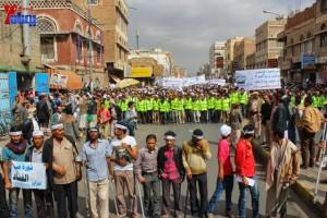 حملة 11 فبراير تخرج مسيرة حاشدة من ساحة التغيير بصنعاء تطالب باقالة و حاسبة حكومة الوفاق (125)