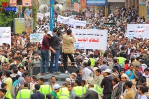 حملة 11 فبراير تخرج مسيرة حاشدة من ساحة التغيير بصنعاء تطالب باقالة و حاسبة حكومة الوفاق (283)