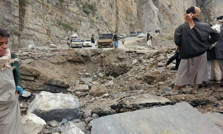 قطع طريق صنعاء الحديدة في مناخة