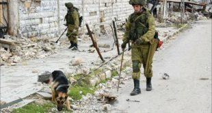 جنود روس يقوموا بالتفتيش بشوارع حلب